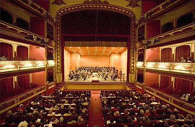 Teatro Principal Antzokia Amigos Alaveses y Vitorianos de la Ópera y la Zarzulela. Asociación lírica AVOZ Vitoria-Gasteiz, Euskadi. Araba/Álava